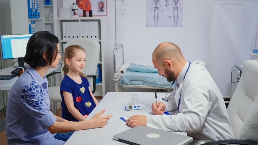 doctor-treat-lyme-disease
